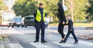 Strażnicy miejscy pilnują bezpieczeństwa w okolicy szkół
