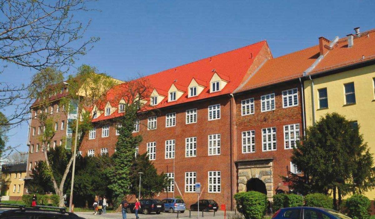 Wejście główne na kampus Uniwersytetu Ekonomicznego