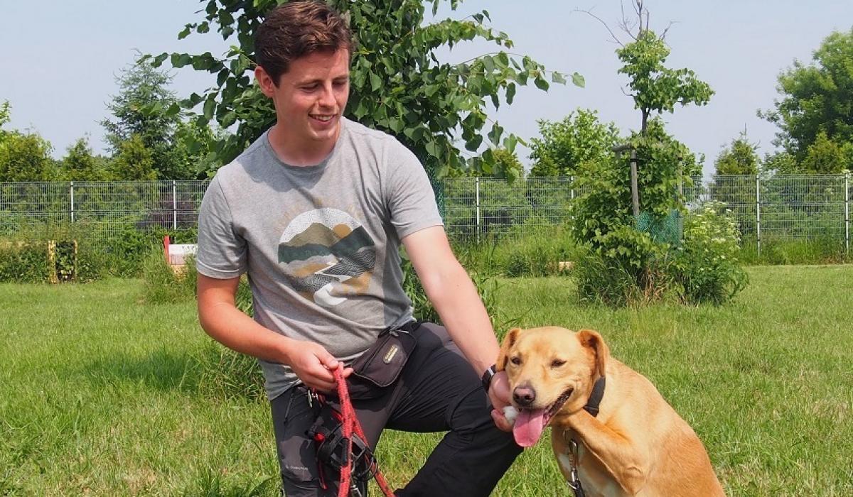 Tomasz Wolański z psem Polly