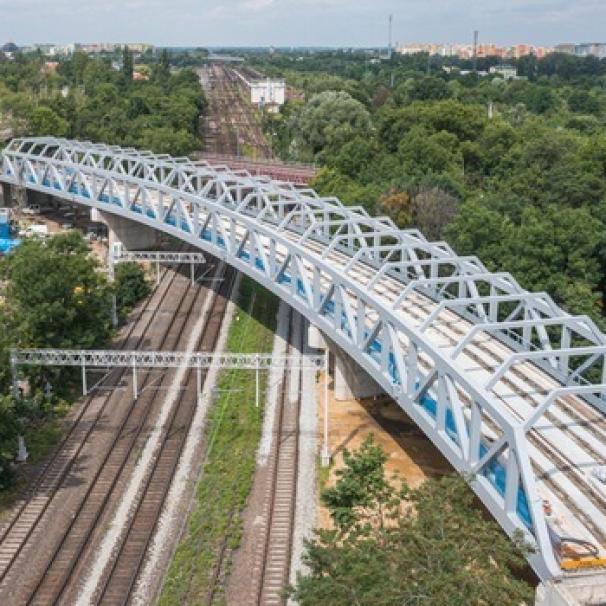 Konstrukcja wiaduktu na TAT na Nowy Dwór gotowa